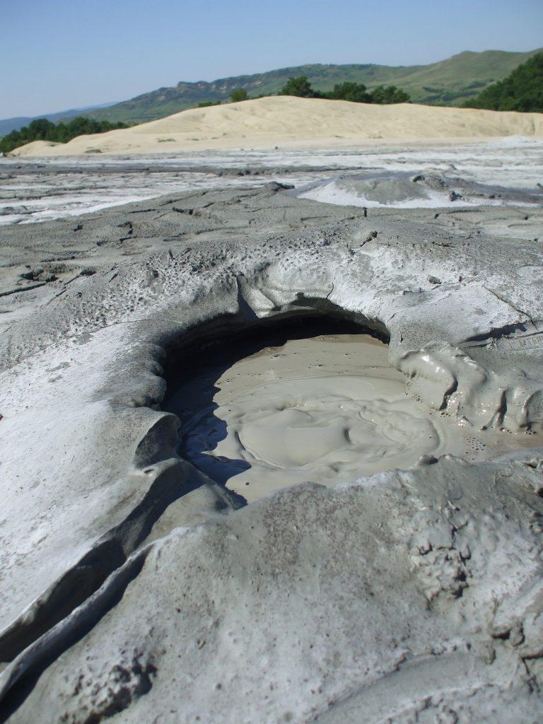 Voici un exemple de volcan de boue
